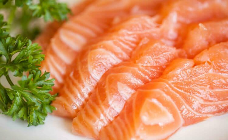 A carne branca é saborosa, nutritiva e infelizmente, danosa ao meio ambiente e à saúde humana