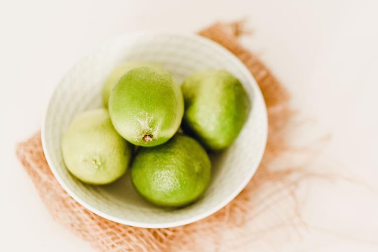 Com muitos benefícios para saúde, o limão também apresenta utilidades na limpeza doméstica