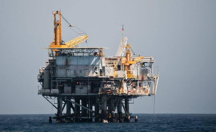 Plataforma marítima de exploração e extração do petróleo