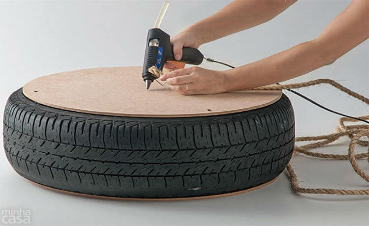 Pufe feito com pneu reciclado